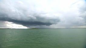 在海岛的巨大的雨云 影视素材