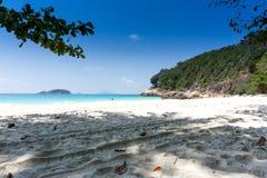 在海岛的美丽的海滩 图库摄影