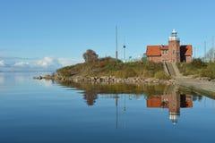 在海岛的Uostadvarsky老灯塔在立陶宛 免版税库存照片