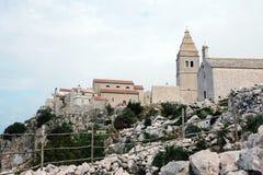 在海岛茨雷斯岛,克罗地亚上的Lubenice 免版税库存图片