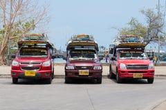 在海岛酸值苏梅岛,泰国的Songthaew出租汽车 图库摄影