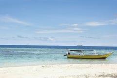 在海岛里面的海滩 免版税库存图片