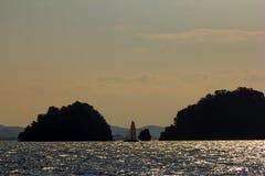 在海岛附近的帆船日落的安达曼海的 免版税库存图片
