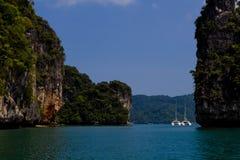 在海岛附近的筏小船安达曼海的 免版税库存图片
