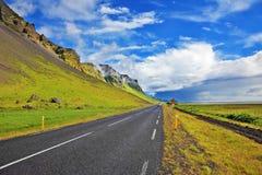 在海岛附近的高速公路 免版税库存图片