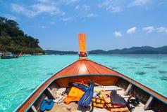 在海岛附近采取泰国独特的小船和游览 免版税图库摄影