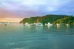 在海岛,北岛,新西兰海湾的日出  库存图片