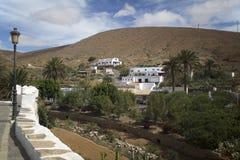 在海岛费埃特文图拉岛上的Betancourt村庄 免版税库存照片