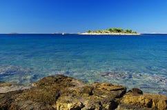 在海岛08之前的Murter小岛 免版税图库摄影