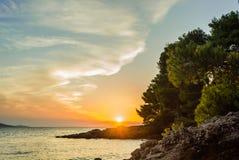 在海岛Brac,克罗地亚上的美好的海日落 免版税库存照片