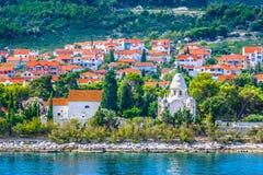 在海岛Brac,苏佩塔尔上的地中海风景 免版税库存图片