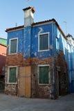 在海岛Burano附近的威尼斯,意大利上的被放弃的房子 库存图片