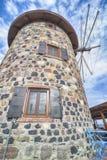 在海岛Cunda Alibey上的一台老风车在Balikesir土耳其 它称Agios亚尼斯教会,当前叫Se图书馆  库存图片
