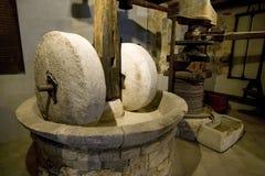 在海岛Korcula上的老磨石在克罗地亚 免版税库存图片