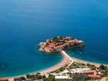 在海岛montenegro stefan sveti之上 免版税库存图片