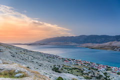在海岛Pag的日落在克罗地亚 免版税图库摄影
