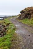 在海岸旁边的有风道路 免版税库存图片