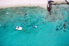 在海岸热带视图之上 免版税库存照片