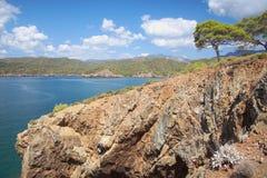 在海岸爱琴海的海湾 Yaniklar, Mugla,土耳其 库存照片