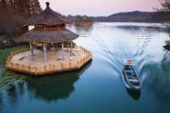 在海岸的中国传统木眺望台 库存图片