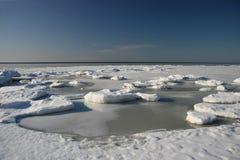 在海岸的冬天横向 免版税库存照片