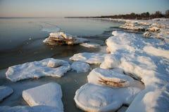 在海岸的冬天横向 图库摄影