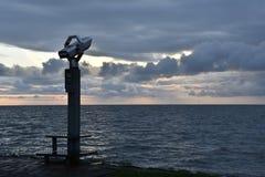 在海岸的双筒望远镜 库存图片