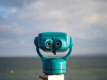 在海岸的双筒望远镜 免版税库存照片