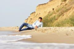 在海岸的夏天放松 图库摄影