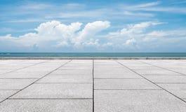 在海岸的大理石平台 图库摄影
