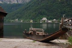 在海岸的小船 免版税库存照片