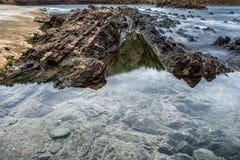 在海岸的岩层 库存照片