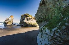 在海岸的岩层 图库摄影