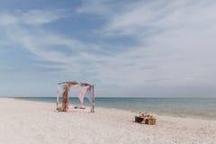 在海岸的帐篷 免版税库存图片