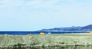 在海岸的旅游帐篷 免版税图库摄影