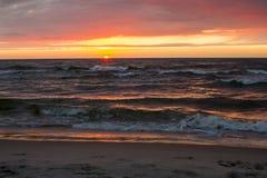 在海岸的日落, 免版税库存图片