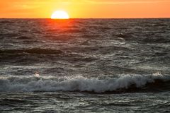 在海岸的日落, 免版税图库摄影