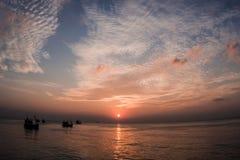 在海岸的日落 免版税图库摄影