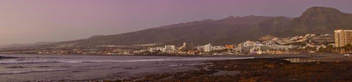 在海岸的明亮的日落,特内里费岛,加那利群岛,西班牙 免版税库存图片