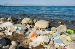 在海岸的污染 免版税库存照片