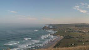 在海岸的波浪在黄昏 股票录像