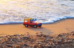 在海岸的玩具 图库摄影