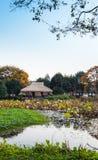 在海岸的繁体中文木眺望台 库存照片