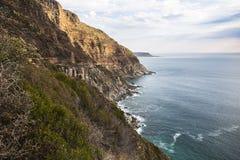 在海岸的美妙的风景视图在Chapmans峰顶驱动,开普敦 库存图片
