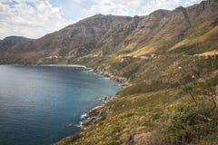 在海岸的美妙的风景视图在Chapmans峰顶驱动,开普敦 免版税库存图片