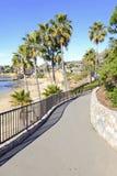 在海岸的走道,南加州 免版税库存照片
