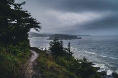 在海岸的阴暗天 免版税库存图片
