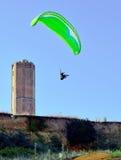 在海岸的滑翔伞 免版税图库摄影