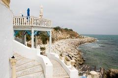 在海岸的Cafee酒吧在马赫迪耶,突尼斯 免版税库存照片