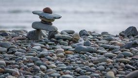 在海岸的Inukshuk在东部段落,加拿大 免版税图库摄影